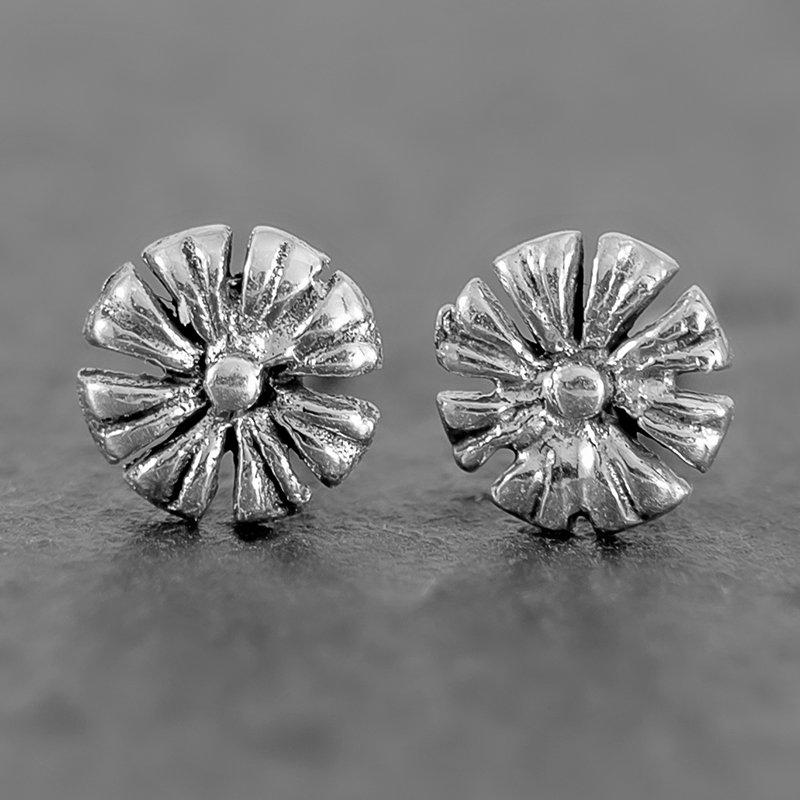 Daisy-Flower-Earrings-sterling-stud